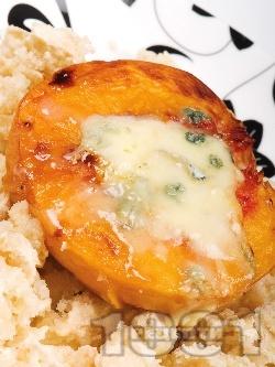 Праскови със синьо сирене, орехи и ром на фурна - снимка на рецептата